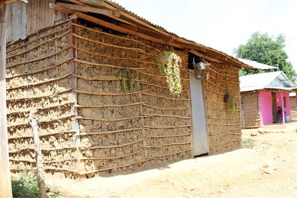 La mayoría de las viviendas en San Cristóbal, corregimiento sobre el que está la mayor parte del territorio del Consejo Comunitario Eladio Ariza, son de bahareque y con cocinas de leña.