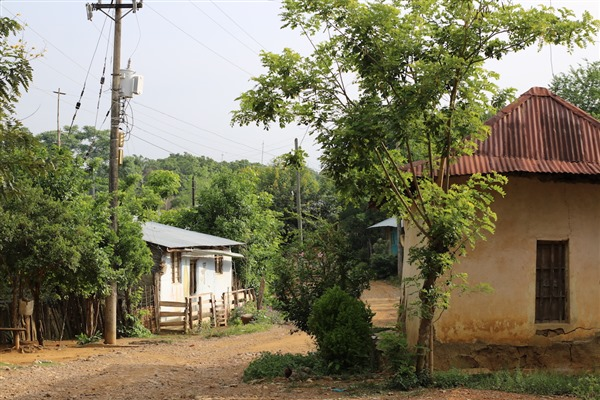 Las casas del Consejo Comunitario no tienen redes de alcantarillado ni acueducto. Los lugareños hacen sus necesidades fisiológicas en letrinas y se abastecen de agua que recogen de un arroyuelo cercano.