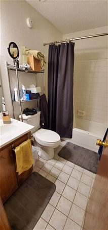 2nd bath in hall between bedrooms 2 and 3